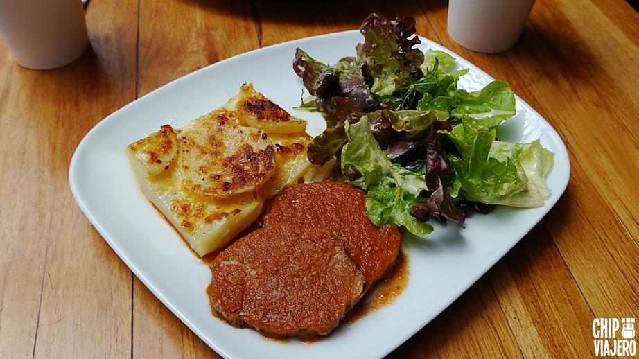 La checa comida popular bogot for Comida buena